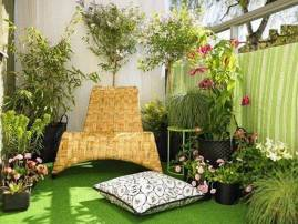decorating-ideas-for-balcony-with-seating-grass-and-plants