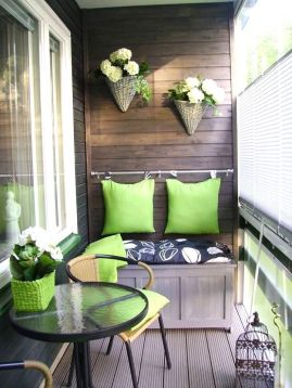 green-balcony-accents