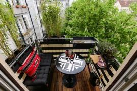 kleiner_balkon_dekorieren_balkongestalter-de